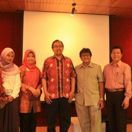 UNIVERSITAS NEGERI JAKARTA STUDI BANDING AKADEMIK DI JURUSAN SASTRA INDONESIA FS UM