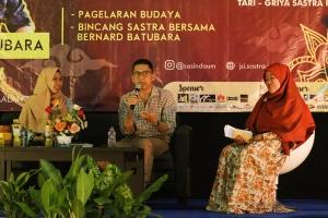 Bincang Sastra bersama Bernard Batubara