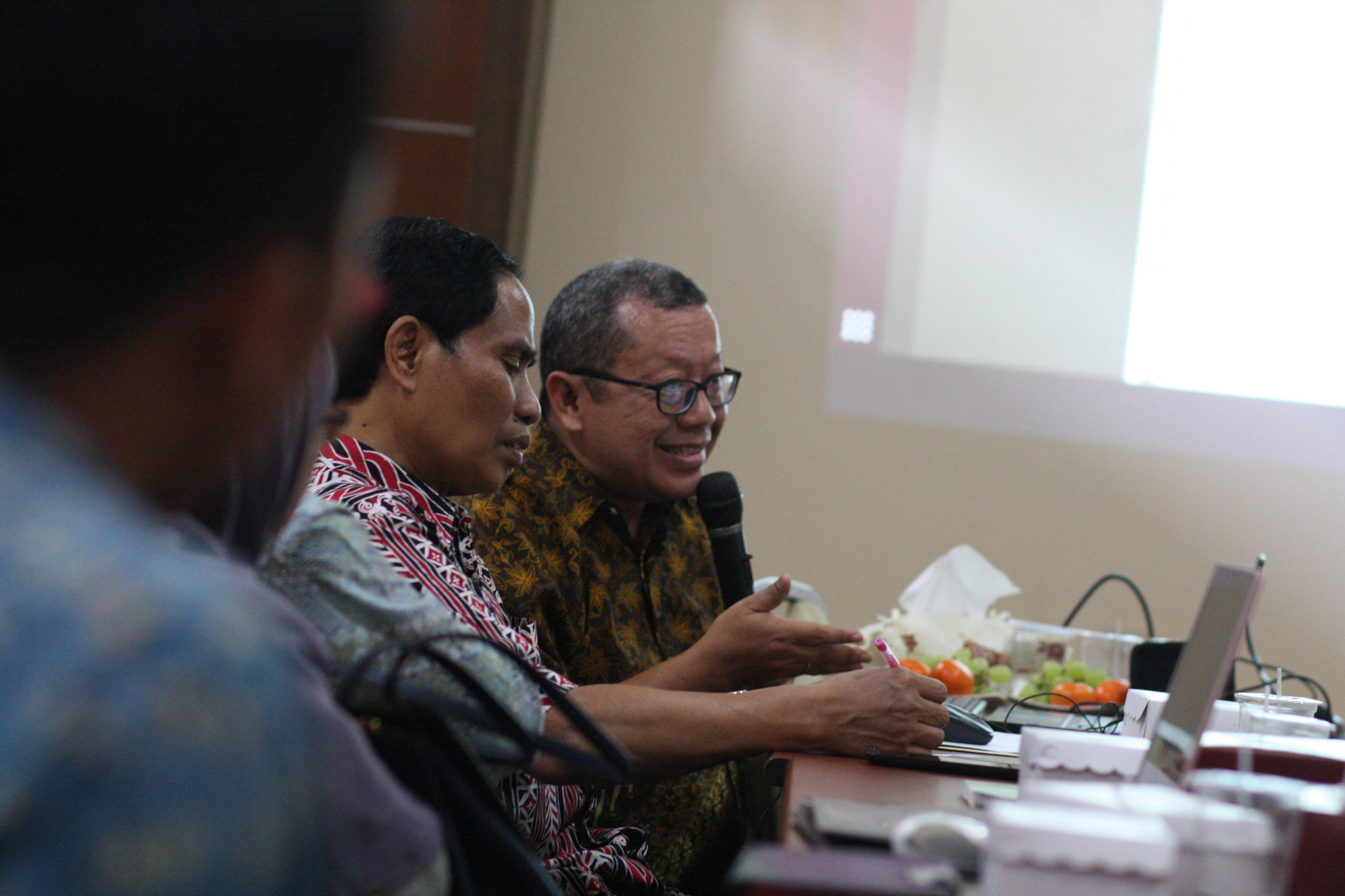 Pakar Telematika Indonesia Onno W. Purbo mereview kurikulum Prodi Ilmu Perpustakaan
